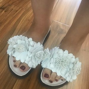 Renvy White Leather Flower Sandals Size 7